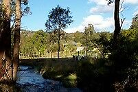 Acreage accom. near Airport and waterfall park for quiet