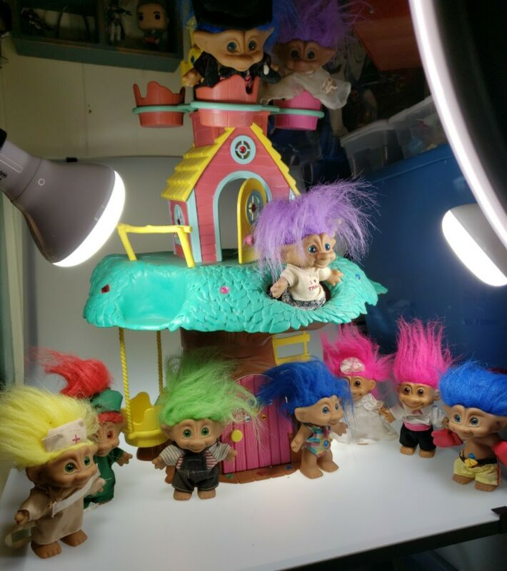 RARE Treasure Trolls Treehouse Ace Novelty Company + 10 Trolls - FREE SHIPPING!