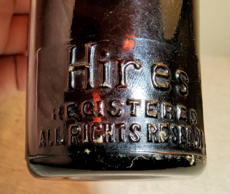 VINTAGE AMBER GLASS EMBOSSED HIRES ROOT BEER BOTTLE WITH MATCHING 5CT CAP ON TOP