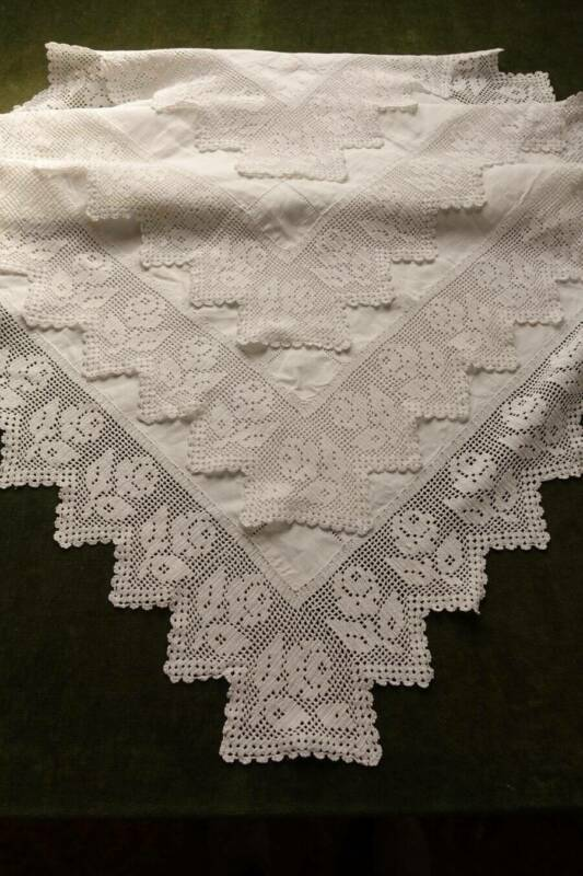 """Antique large good Irish linen tablecloth hand worked crochet lace - Roses 42""""sq"""