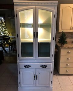 Cabinet with one light