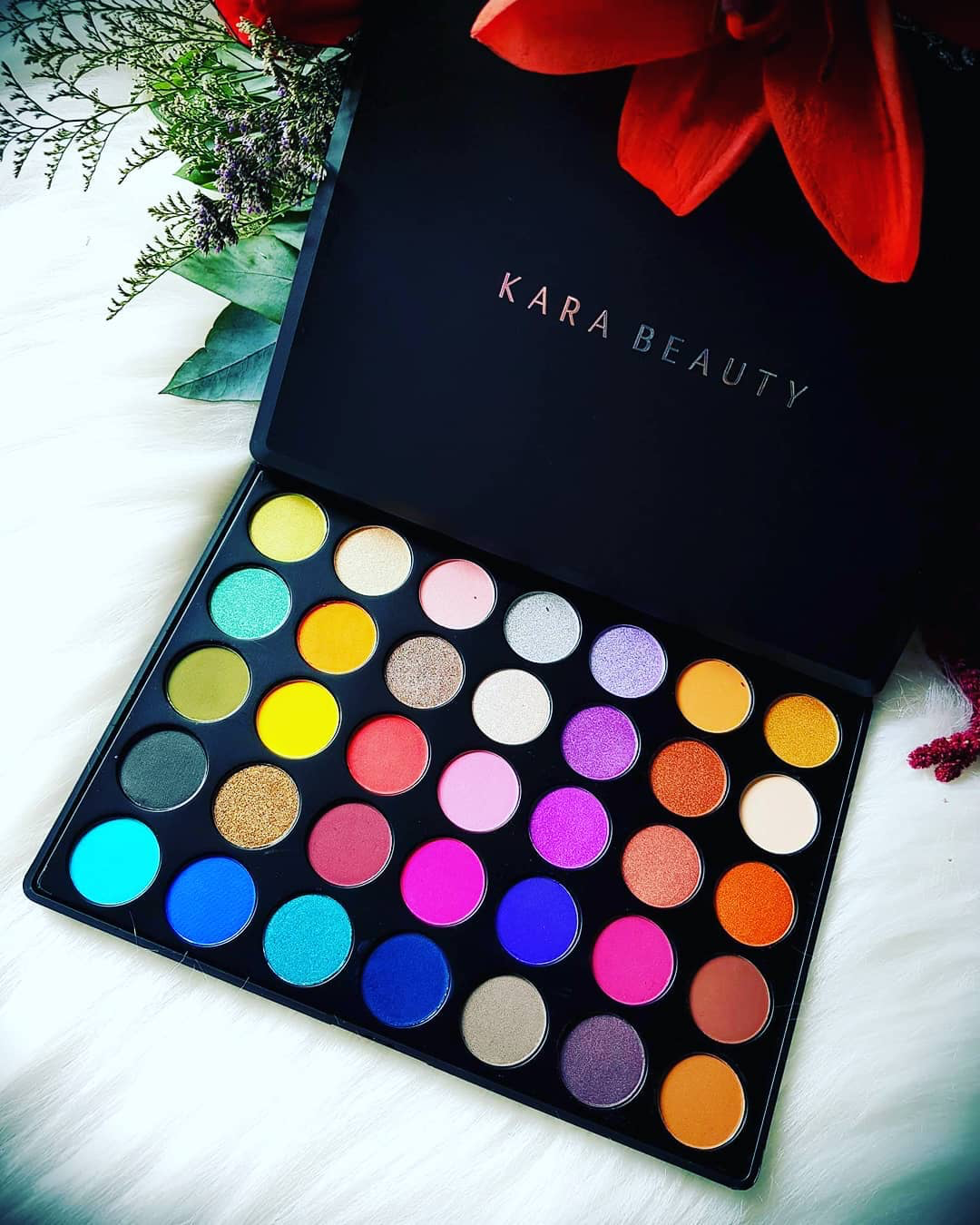 KARA 35 Color Eye Shadow Palette Highly Pigmented Bright Col