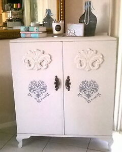 Queen Anne armoire / cabinet Boronia Heights Logan Area Preview