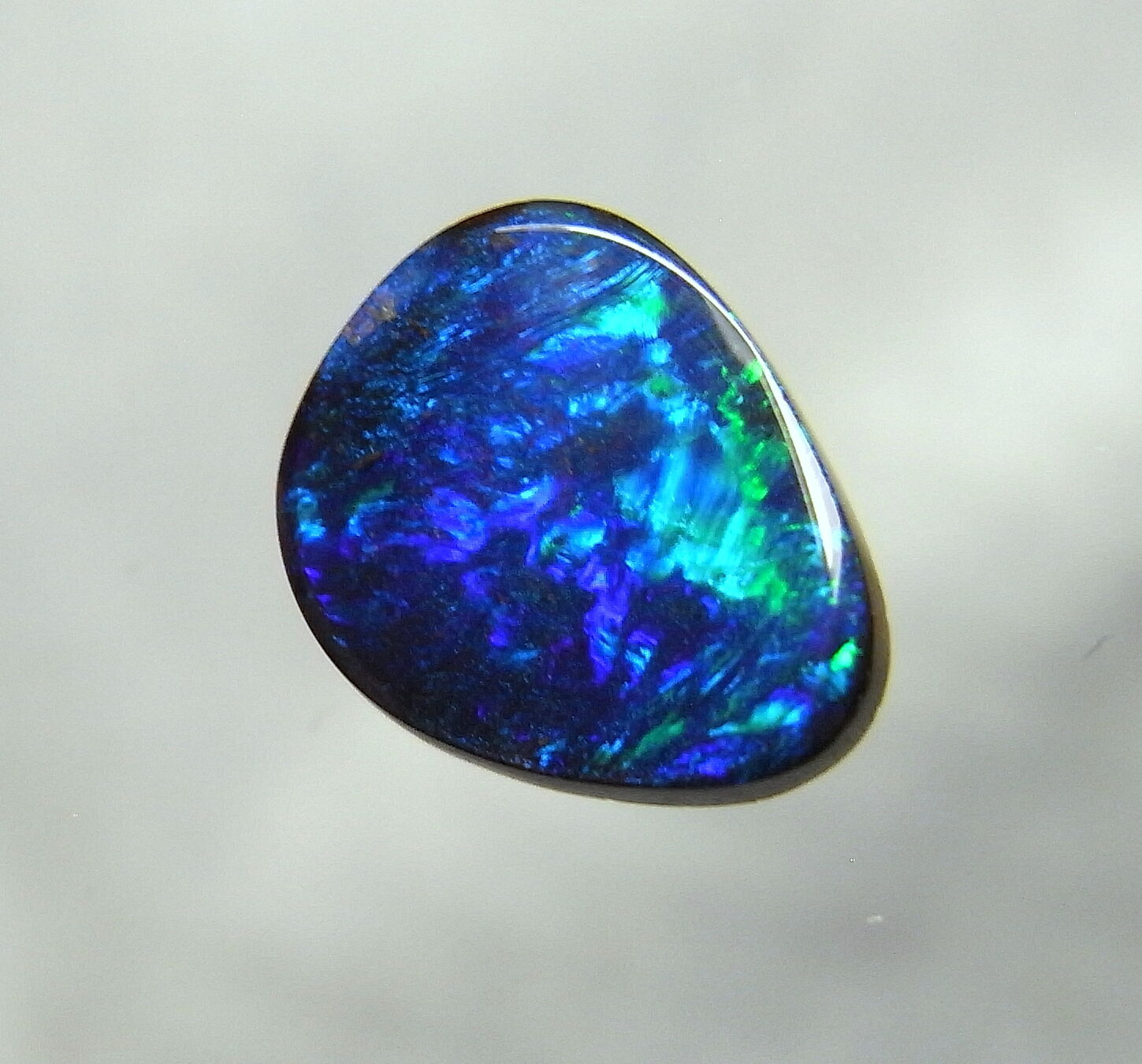opal gem Lovely sparkling lightning ridge crystal opal gem rough 37ct note: these large opal gemstones exhibit a nice array of color grade a quality however quite large and with excellent polish.