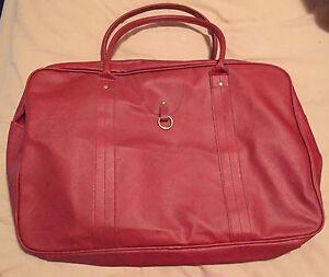 Red Travel Bag Brand New Aspendale Gardens Kingston Area Preview