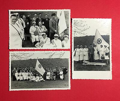 3 x DDR Foto AK Mitarbeiter des DRK Schwestern mit Fahne Banner Dresden  ( 47604