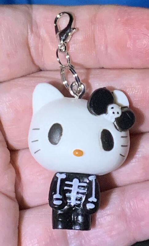 Large 3D Hello Kitty Skeleton Halloween 🎃 Zipper Pull & Keychain Add On Clip!!