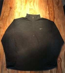 Nike Therma Fit Size Medium, chandail noir excellente condition.