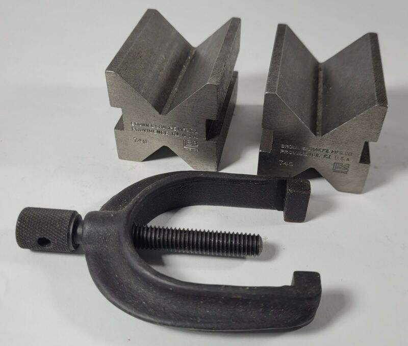 Brown & Sharpe Pair of 2 V Blocks with Clamp No. 599-749 in a box