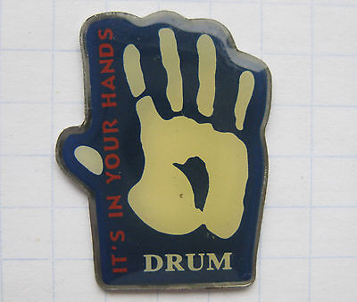 DRUM / IT`S IN YOUR HAND ......................  Tabak Pin (109a)