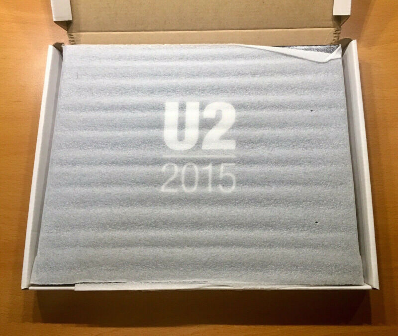 U2 VIP Fan Gift Book iNNOCENCE AND EXPERIENCE Tour 2015 LIMITED EDITION NEW