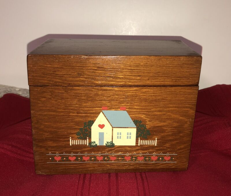 VINTAGE WOODEN HINGED RECIPE BOX WITH COTTAGE HEART DESIGN