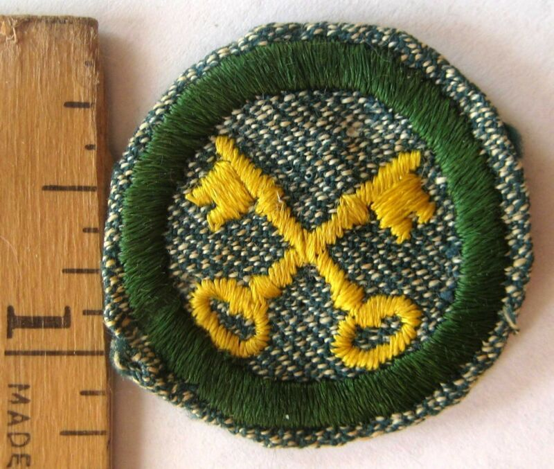 Vintage Girl Scout 1938-1947 HOUSEKEEPER BADGE Homemaker Crossed Keys Patch
