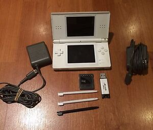 Nintendo DS Lite, Games, 2 Chargers, 3 Stylus