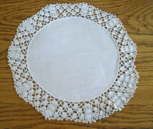 "Vintage White Table Scarf w/ Embroidered Edges 10"" Round  ~"