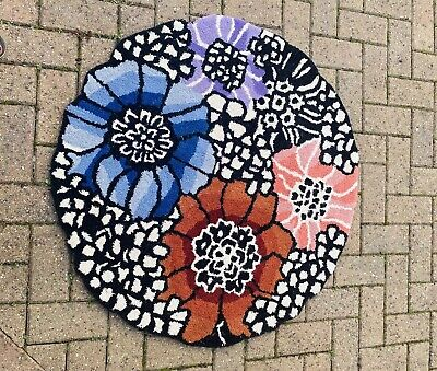Hand Made Circular Floral Patterned. 100% Wool Round 94cm Rug