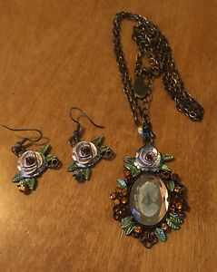 Cameo Rose Necklace and Pierced Earring Set