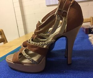 Tan Leather Heels 7 Ladies RRP $360 Wellington Point Redland Area Preview