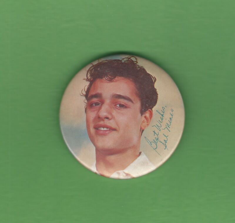 """Sal Mineo Vintage 2 1/2"""" Diameter Color Photo Button Pin Pinback VERY GOOD SEE"""