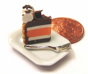 1-12-Scale-Slice-Of-Cake-On-A-Plate-Cake-Dolls-House-Miniature-Accessory-SC16