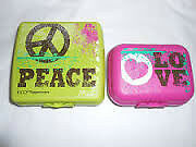 TUPPERWARE. ENSEMBLE PEACE AND LOVE... NEUF