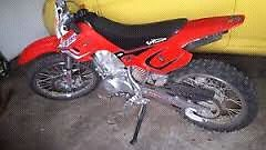 Cheap dirt bike. Moving. Needs to go