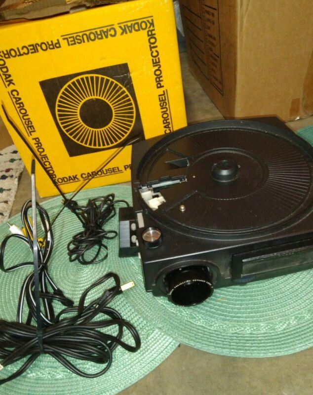 Vintage Kodak Carousel Projector 650h w/Remote