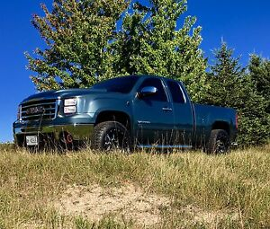 Low kilometre loaded 2010 GMC Sierra 1500 SLT