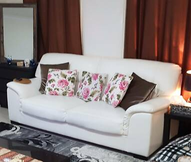 White PU leather sofa/couch/lounge for urgent sale