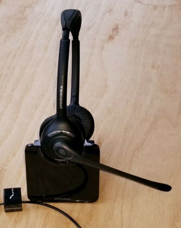 Plantronics Binaural Wireless Headset with C052 Charging Base