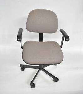 1 x Grey Office Chair. $3 cash pick up. Pick up only. Lonsdale Morphett Vale Area Preview