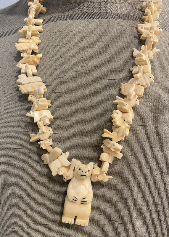LONG VINTAGE NATIVE AMERICAN COW BONE ANIMAL FETISH NECKLACE , BEAR,
