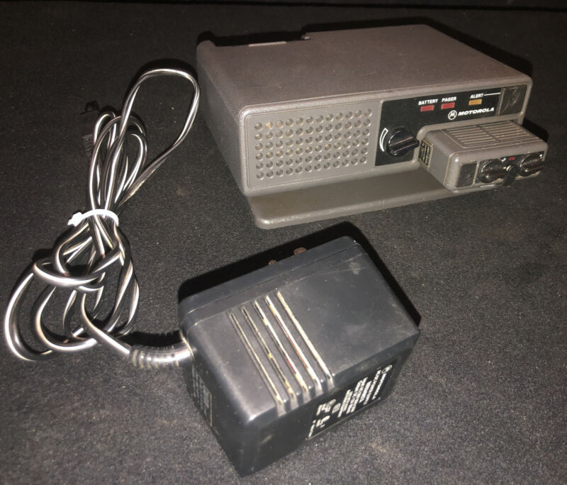 Vintage Motorola Minitor II VHF Pager & NRN4985B Amplified Charger