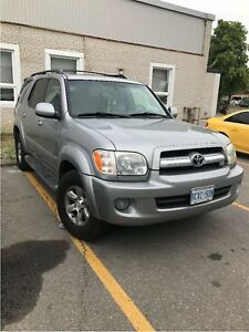 2006 Toyota Sequoia SR5 V8-4WD. 8 Passenger, Leather, Sunroof.