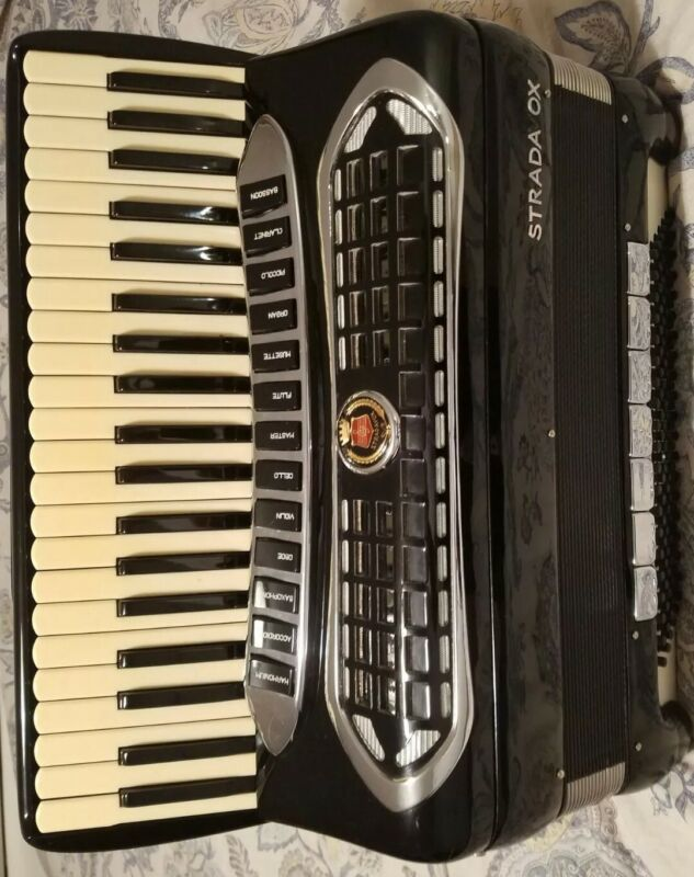 Accordion Strado Vox /4/5/hand Made Reeds Double Tone Chamber Ex Condition