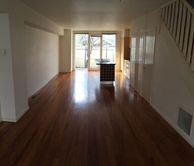 SPACIOUS AND SECLUDED LIVING Alphington Darebin Area Preview