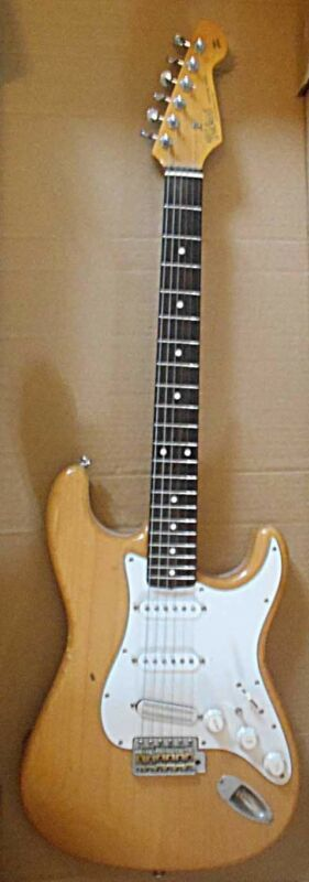 custom tokai goldstar sound, Kent Armstrong bridge p/u, Goto tuners+phase swich