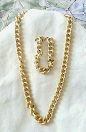 VINTAGE GOLD TONE TOGGLE STYLE TEXTURED LINK NECKLACE w/ BRACELET