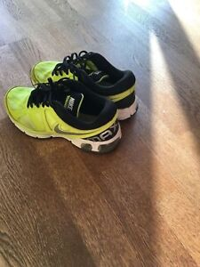 Nike -size 7. Fits wide.