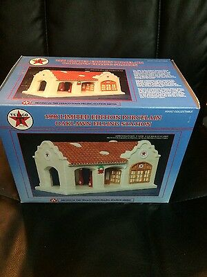 1996 TEXACO LIMITED EDITION PORCELAIN OAKLAWN FILLING STATION New in Box