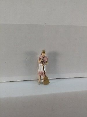 Arttista Woman Sweeping  1108   O Scale On30 On3 Figures People   Artista New