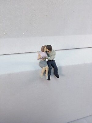 Arttista Young Lovers Kissing And      1292   O Scale On30 On3 Figures People