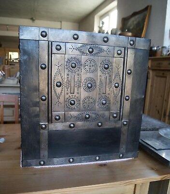 *+ Antiker Tresor Geldkassette Eisenkassette genietet antique safe +*