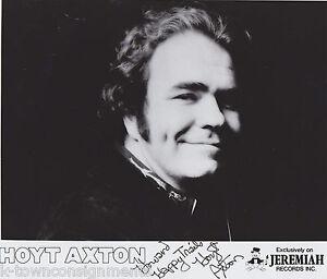 HOYT-AXTON-COUNTRY-FOLK-MUSIC-SINGER-ORIGINAL-AUTOGRAPH-SIGNED-STUDIO-PHOTO