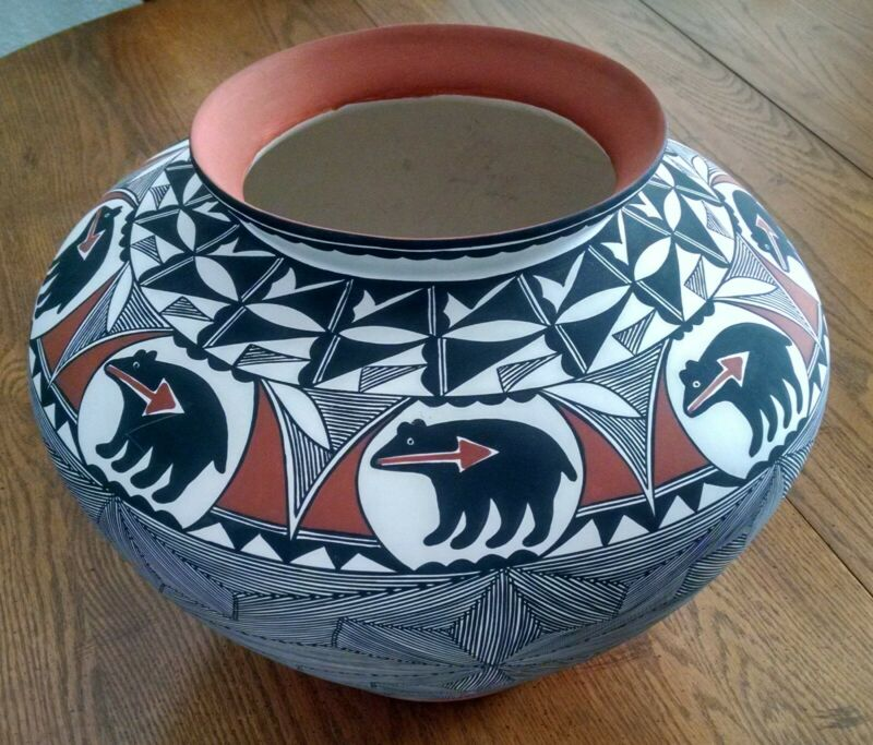 Large vintage Melissa Concho Antonio (M C Antonio) Acoma Bear motif pottery