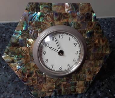 Vintage Seashell Wind up Clock