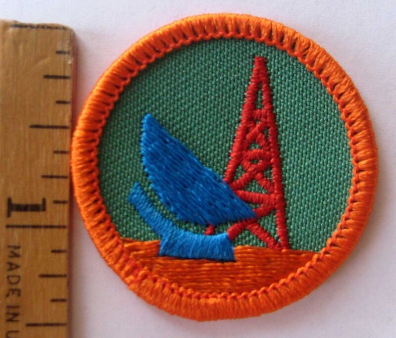 Girl Scout Junior 1980-2001 SCIENCE IN ACTION BADGE Satellite Dish Radio Patch