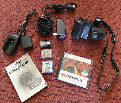 Nikon COOLPIX 995 3.2MP Digital Camera - Black - wtih extra lens & accessories