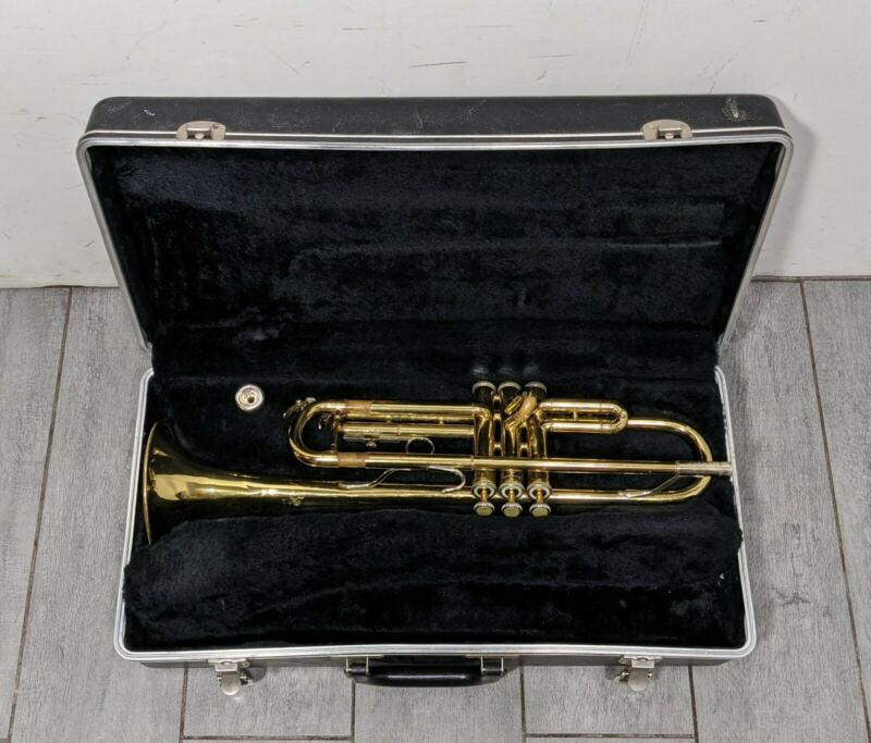 Bach TR300 Student Trumpet w/ Bach 7C Mouthpiece & Hard Bach Case