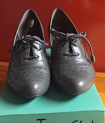 Clarks Damen Schuhe / Pumps / Ankle boots Gr. 39 / 5,5 WIE NEU !!!